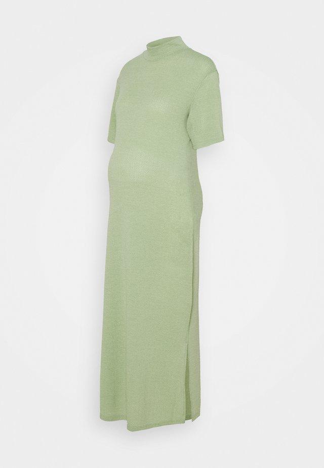 STRAIGHT LOOSE MIDAXI DRESS WITH TURTLE NECK - Długa sukienka - pistachio