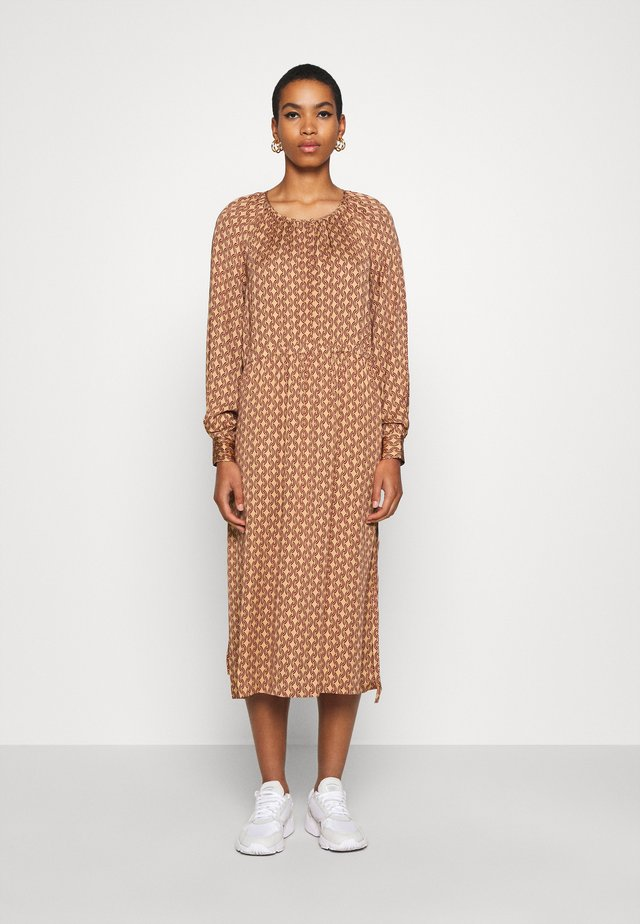 TOVE DRESS - Maxikjoler - ginger root