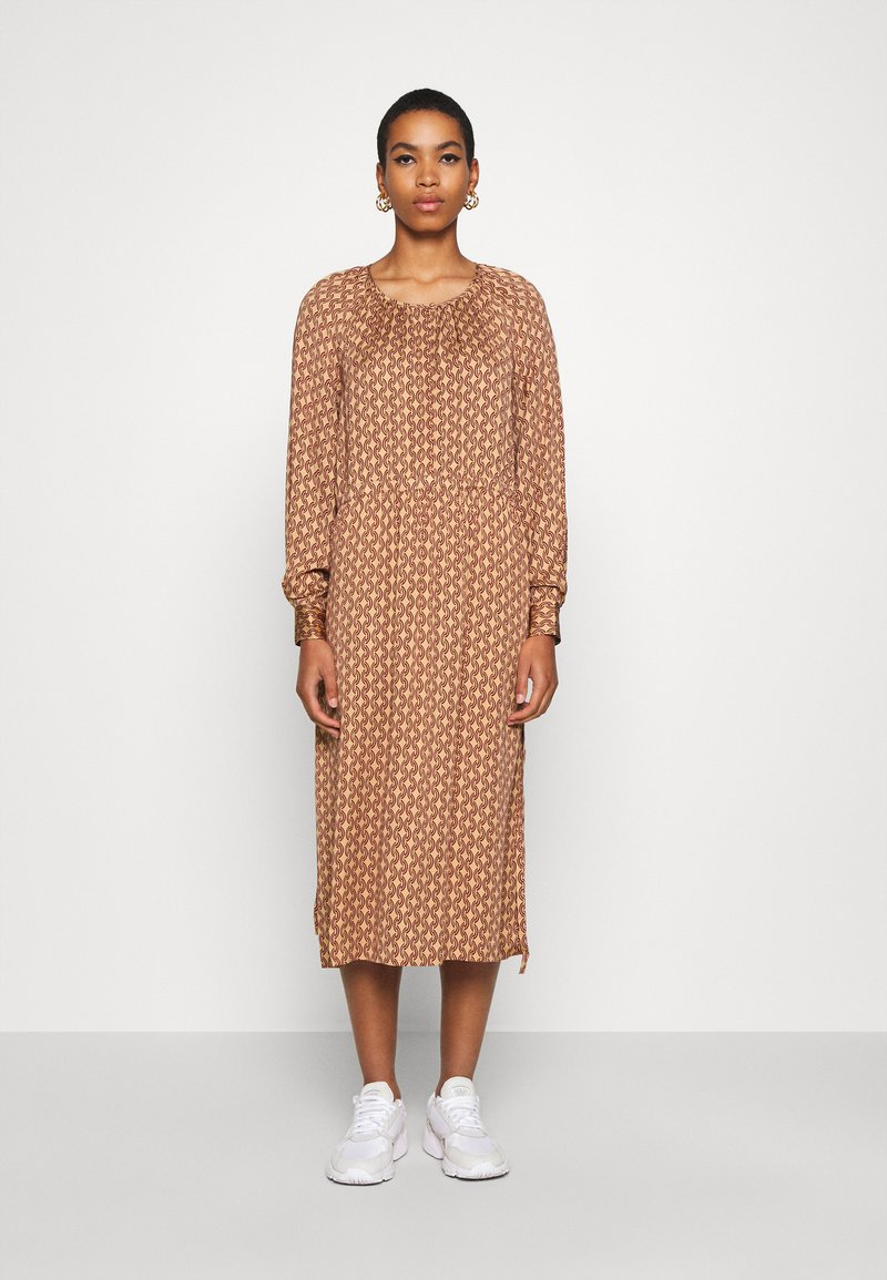 Second Female - TOVE DRESS - Maxi šaty - ginger root