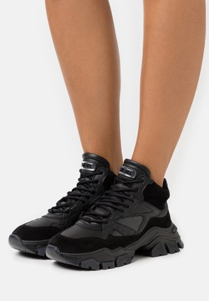 TAYKE OVER - Sneaker low - black