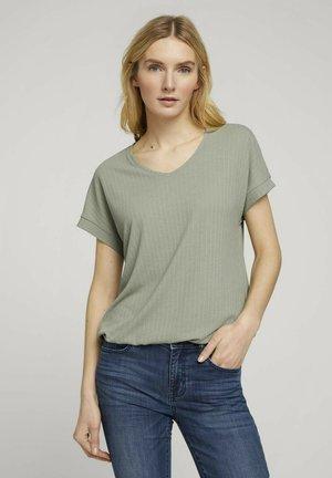 STRUKTURIERTES - Print T-shirt - prairie grass green