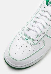 Nike Sportswear - AIR FORCE 1 '07 STITCH - Baskets basses - white/pine green - 5