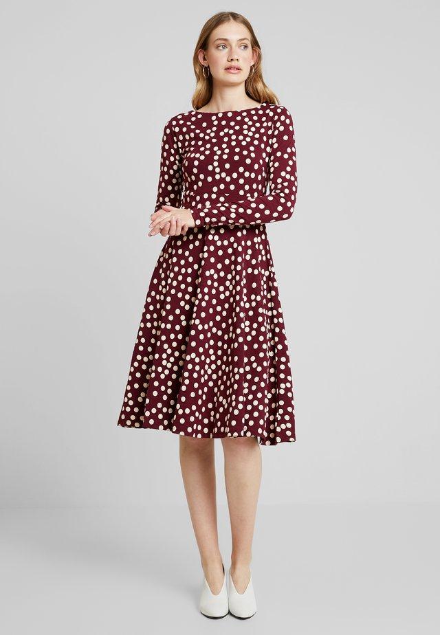 SIGRID DRESS - Jersey dress - dark bordeaux/chalk fun
