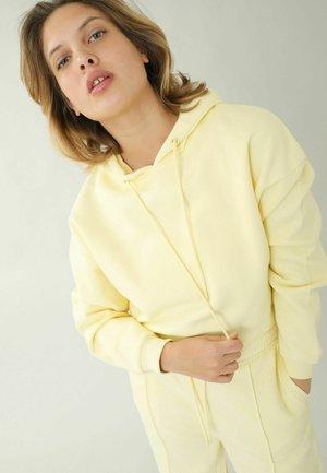 Jersey con capucha - blassgelb