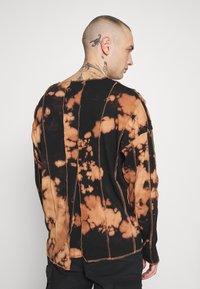 Jaded London - BLEACHED CUT AND SEW EXPOSED SEAM - Long sleeved top - black - 2