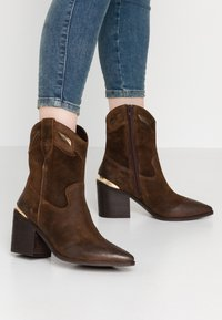 Steven New York - STELLAR - Cowboy/biker ankle boot - brown - 0