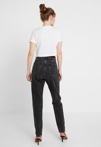 Topshop - MOM NEW - Jeansy Relaxed Fit - wash black - 2