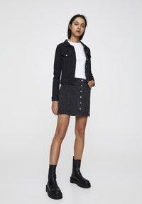 PULL&BEAR - Denim skirt - black - 1
