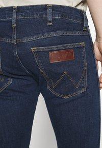 Wrangler - BRYSON - Jeans Skinny Fit - dark-blue denim - 5