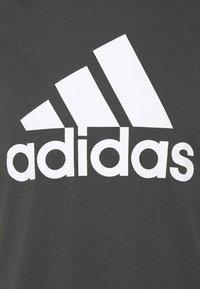 adidas Performance - Printtipaita - gresix/white - 6