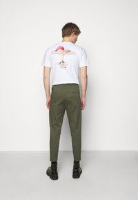 DRYKORN - CHASY - Chinos - mottled olive - 2
