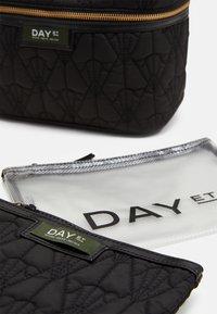 DAY ET - GWENETH DECOR SET - Trousse - black - 4