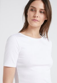J.CREW - CREWNECK ELBOW SLEEVE - Basic T-shirt - white - 4