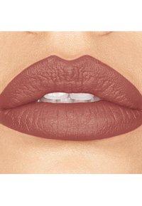 bareMinerals - GEN NUDE MATTE LIQUID LIPCOLOR - Liquid lipstick - bo$$ - 1