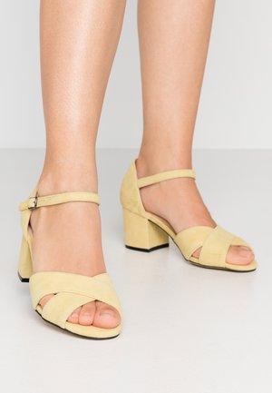 BIACATE CROSS  - Sandaalit nilkkaremmillä - yellow