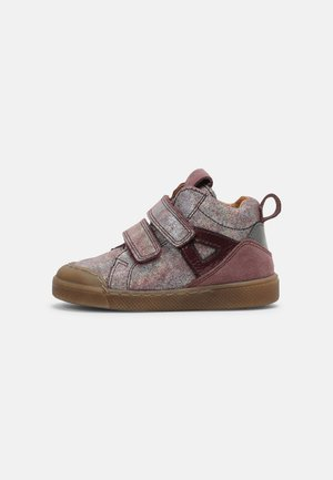 ROSARIO - Baby shoes - pink shine