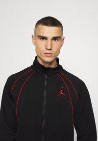 Jordan - JUMPMAN AIR SUIT - Giacca leggera - black/gym red - 4