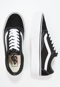 Vans - UA OLD SKOOL PLATFORM - Sneakersy niskie - black/white - 5
