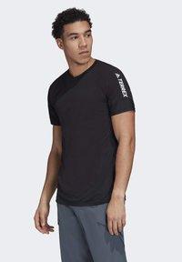 adidas Performance - ZUPAHIKE AEROREADY SHIRT - T-shirts med print - black - 3