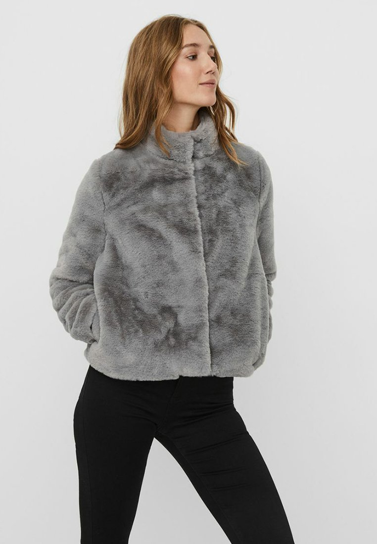 Vero Moda - VMTHEA SHORT JACKET - Winter jacket - frost gray
