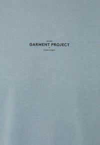 GARMENT PROJECT - BEST TEE - Triko spotiskem - citadel blue - 2