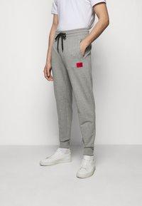HUGO - DOAK - Verryttelyhousut - medium grey - 0