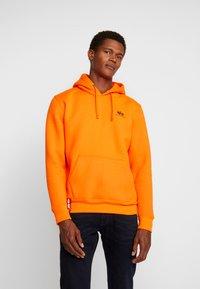Alpha Industries - BASIC HOODY SMALL LOGO - Sweat à capuche - neon orange - 0