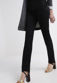 Pepe Jeans - VENUS - Kalhoty - black - 3
