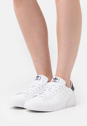 COURT TOURINO  - Baskets basses - footwear white//core black