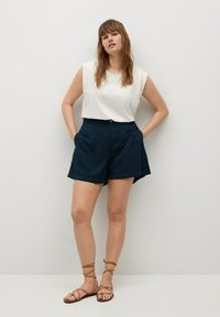 Violeta by Mango - RINGO - Shorts - dunkles marineblau - 1