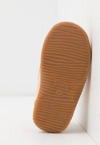 Camper - TWINS - Boty se suchým zipem - nude - 5