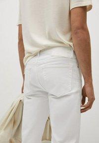 Mango - JAN - Slim fit jeans - blanco - 5