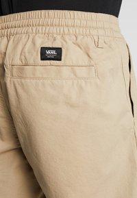 Vans - MN RANGE SHORT 18 - Shorts - khaki - 5