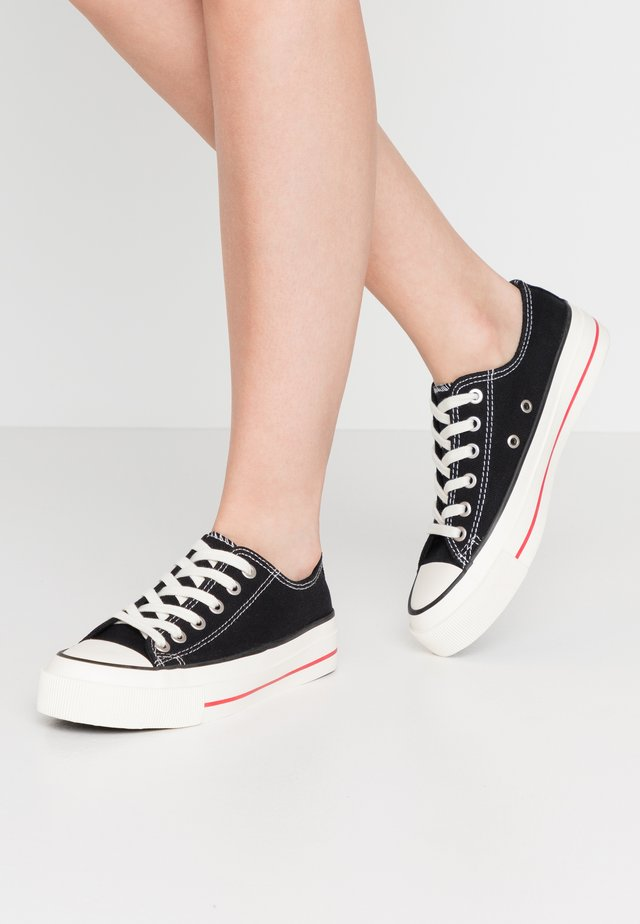 VEGAN BILLIE RETRO RISE - Sneakers laag - black