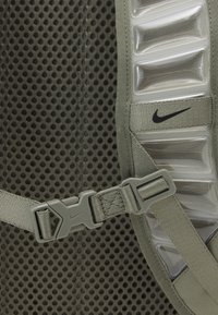 Nike Performance - UTILITY SPEED UNISEX - Rucksack - light army/light army/black - 4