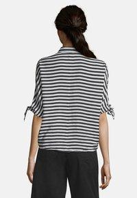 Betty Barclay - MIT STREIFEN - Button-down blouse - weiß/schwarz - 2