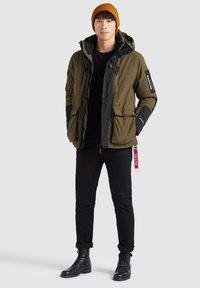 khujo - NANDU - Winter jacket - oliv-schwarz kombo - 3