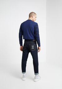 Versace Jeans Couture - PANTALONE - Jeans relaxed fit - indigo - 2