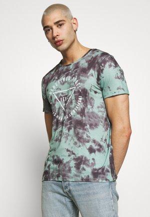 UNISEX TOMMY TEE - Print T-shirt - granite green