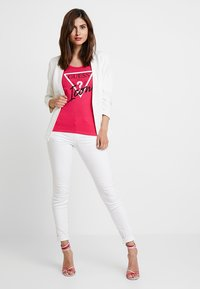 Guess - ICON TEE - T-shirts print - may flower - 1