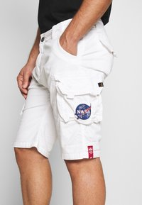 Alpha Industries - Shorts - white - 5