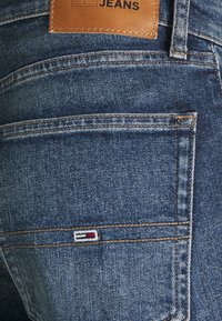 Tommy Jeans - RYAN - Jeans Tapered Fit - denim - 5