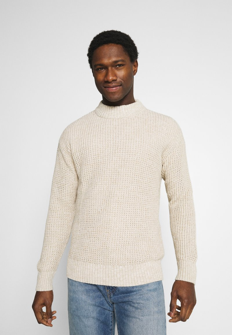 Selected Homme - SLHNATHAN HIGH NECK - Stickad tröja - oyster gray