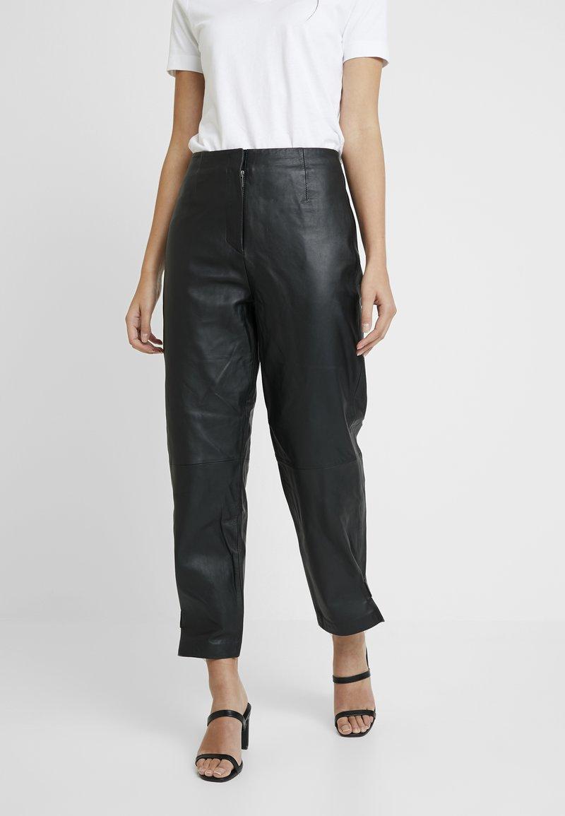 Selected Femme - SLFREJA PANT - Kožené kalhoty - black