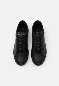 Tommy Hilfiger - CORPORATE  - Sneakersy niskie - black - 3