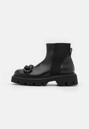 BOOTS - Nauhalliset nilkkurit - black
