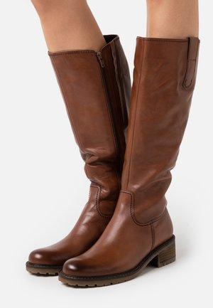 Vysoká obuv - caramello