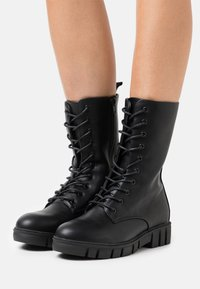 Rubi Shoes by Cotton On - JACQUIE MIDI LACE UP BOOT - Veterlaarzen - black - 0