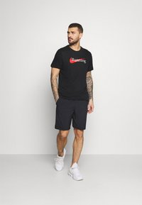Nike Performance - TEE - T-shirts med print - black - 1