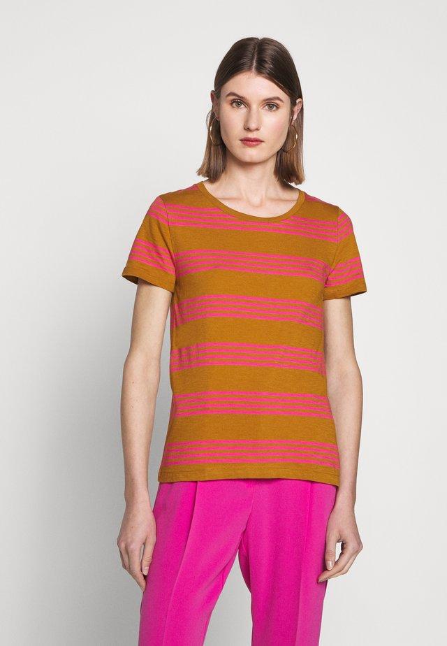 VINTAGE CREWNECK MIXED STRIPE - T-shirts med print - kara/tan